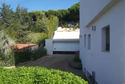 House with a big garden only 20 minutes from Barcelona